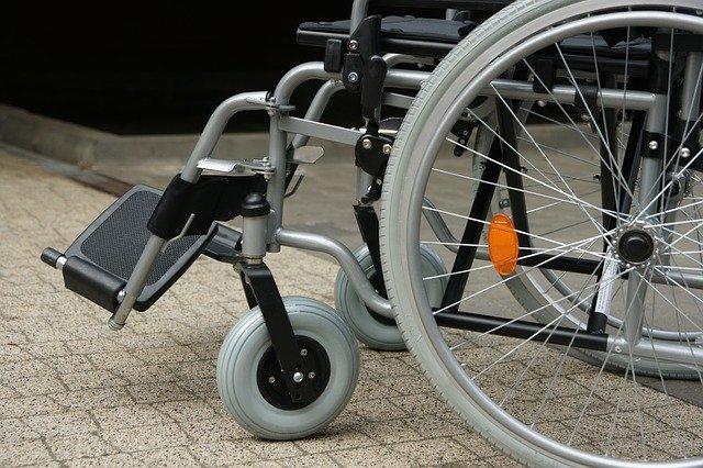 כסא גלגלים למקלחת